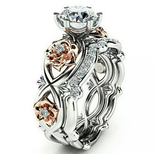 Jewelry - Gorgeous floral crystal ring